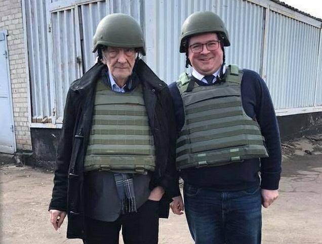 Warszawski garnizon doklejał żołnierzom w Photoshopie hełmy, żeby było fajniej