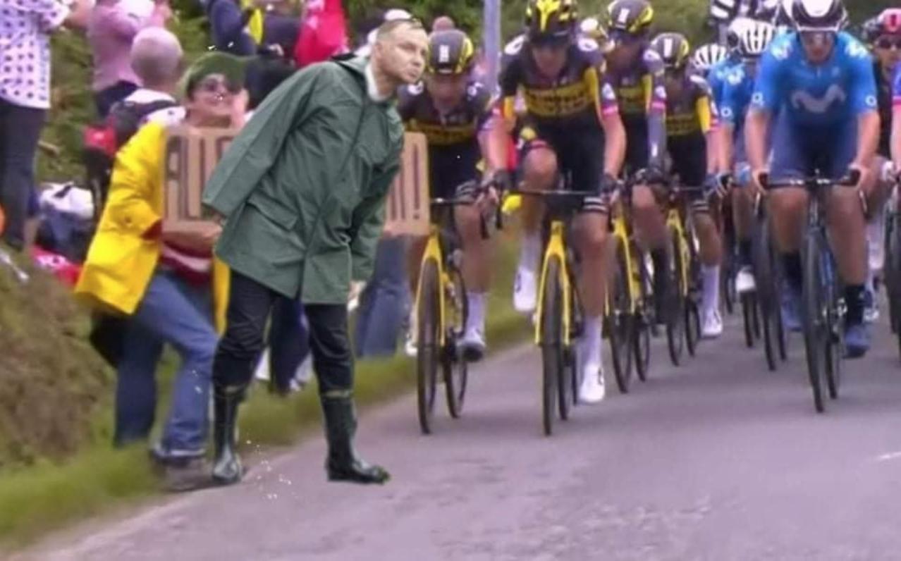 Policja wciąż szuka kobiety, która spowodowała karambol na Tour de France, organizatorzy szykują pozew