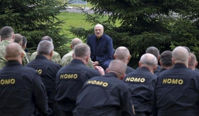 TVP zrobiło materiał o Homokomando, bo grupa gejów poszła na paintballa